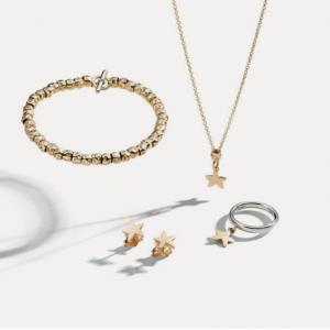 Dodo: Armband Granelli 18ct Gold und Silber – Ohrstecker Stern 18ct Gold – Anhänger Stern 18ct Gold – Granello 18ct Gold – Kette 18ct Gold – Ring 9ct Weißgold ©DODO