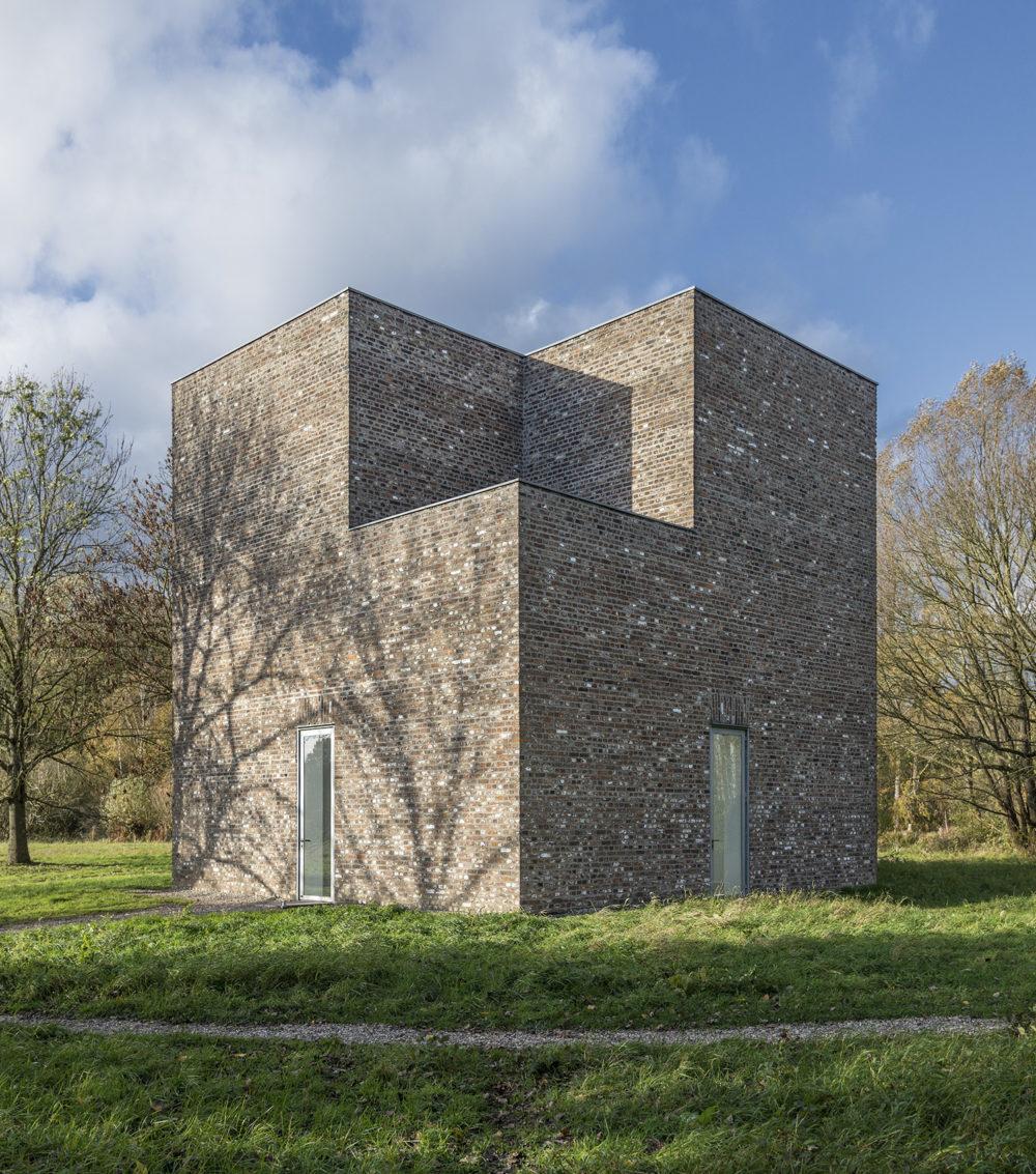 """Museum Insel Hombroich; """"Turm"""", Architektur (begehbare Plastik von): Erwin Heerich, Baujahr: 1988 ©Tomas Riehle"""