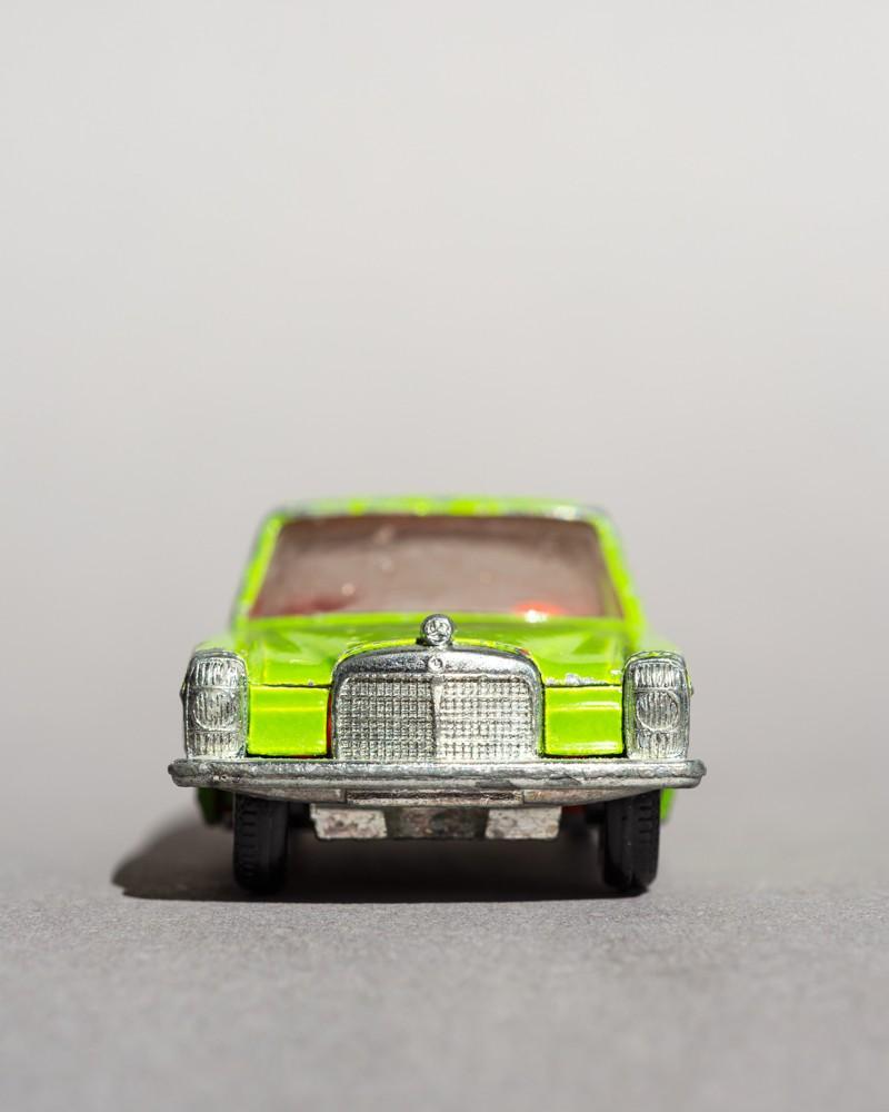 Faces: Mercedes Benz 250 - Gieselberg, Eva - k-1811EG09