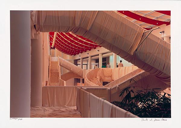 Christo and Jeanne-Claude: Museum Würth Wrapped StairsOriginal Foto v. W. Volz, 85 x 65 cm, Auflage: 35, handsigniert, nummeriert, 4.300 Eur