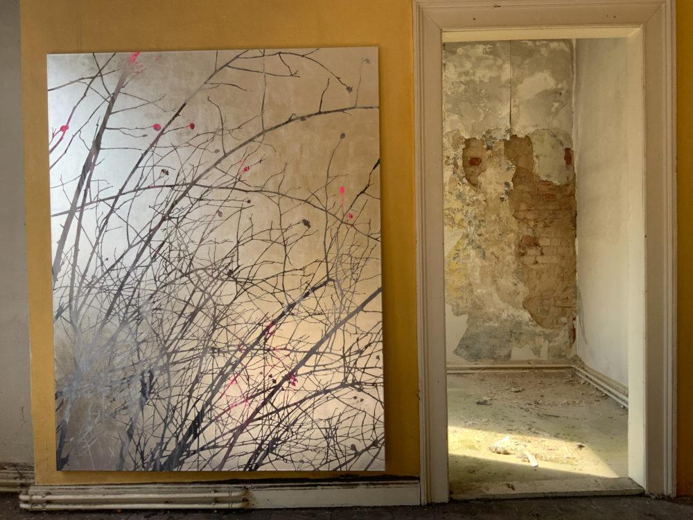 Birgit Nadrau: o. T. (Äste), 2020, 150 x190 cm, Acryl auf Blattaluminium/Leinwand, 7.500 €