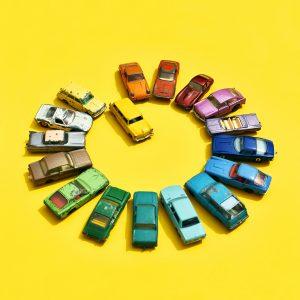 Eva Gieselberg: Candycars Kreisverkehr gelb, Fine Art Print auf Holz, 30 x 30 cm, Auflage 40, 179 Eur