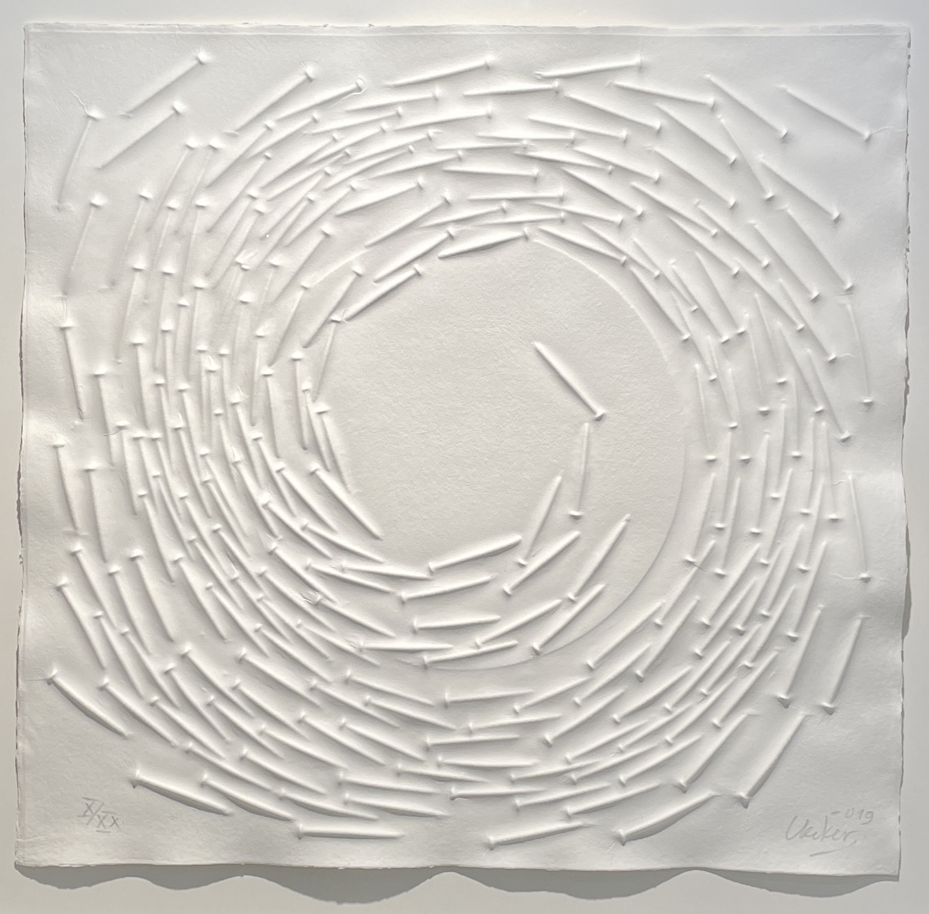 Günther Uecker: o.T.,Prägedruck/Spirale, 29.000 €