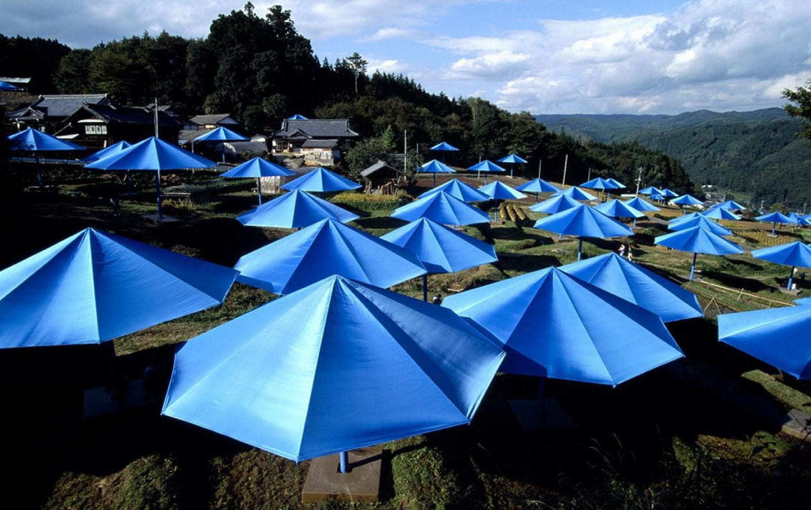 Christo:the-umbrellas-japan-